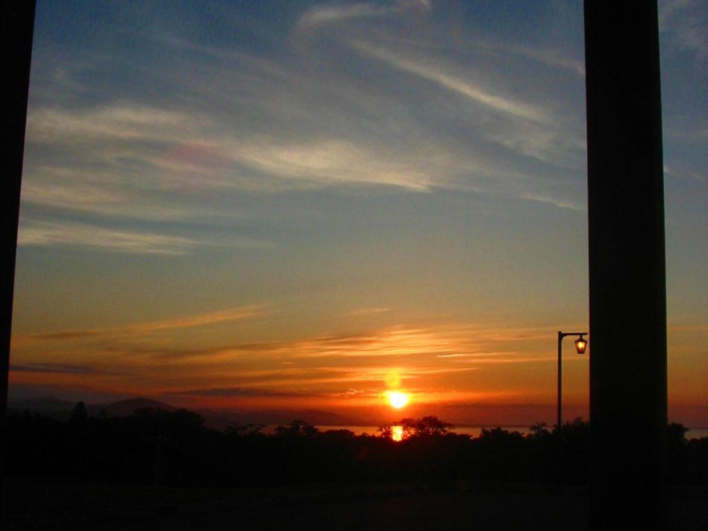 悠林館から見るサロマ湖と夕日