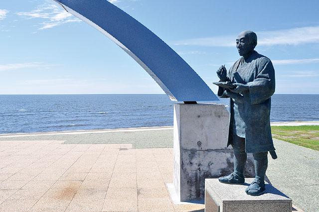 小平町の松浦武四郎像